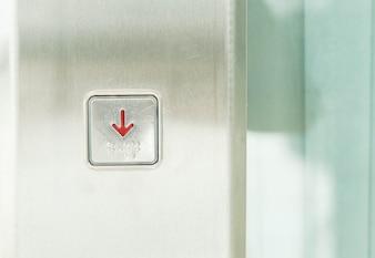 Bouton d'ascenseur abaissé