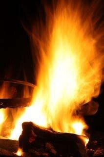 brûler un feu de camp lumières