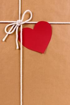 Cadeau Saint-Valentin avec forme de coeur tag vertical