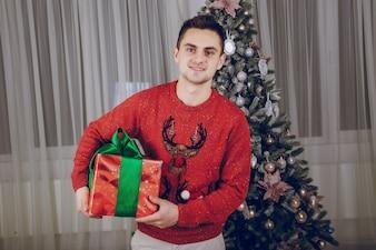 Cadeau seul blanc jeune noël