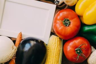 Cadre avec légumes frais