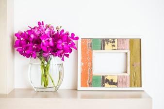 Cadre et pot de fleurs