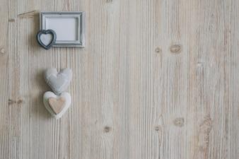 Cadre photo gris avec trois coeurs dessous