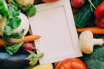Cadre sur les légumes frais