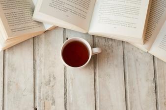 Café et livres sur table