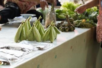 Calebasse verte brute sur le marché