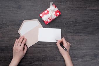 Célébration noire des enveloppes d'emballage