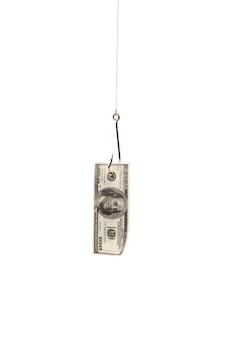 Cent dollars sur le crochet de pêche isolé sur fond blanc