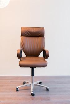 Chaise roues vecteurs et photos gratuites - Chaise de bureau confortable ...