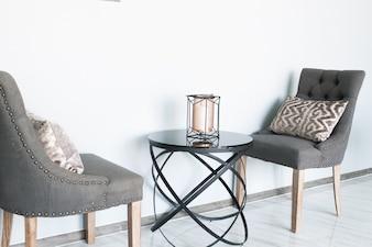 Chaises en couleur grise avec table design moderne-intérieur