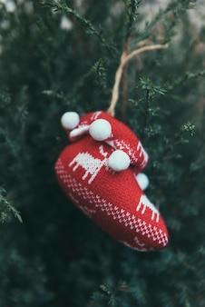 Chaussure sur l'arbre de Noël
