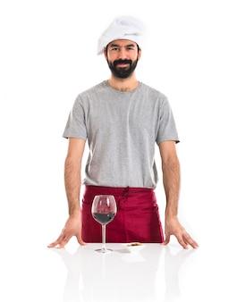 Chef avec verre à vin
