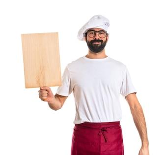 Chef tenant un outil en bois