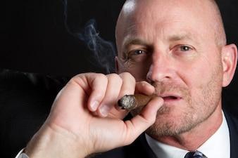 Cigarette chapeau mafia gangster fumée