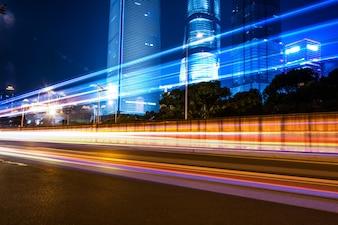 Cityscape building transport d'automobile dramatique
