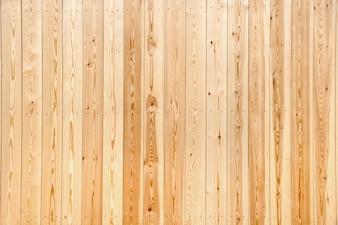 Clôture en bois posée avec de nouvelles planches