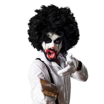 Clown assassiné avec un couteau en train de crier