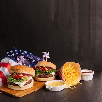 Composition d'hamburger avec des frites