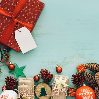 Composition pour Noël avec espace en haut à gauche