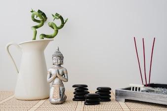 Composition relaxante avec la figure de Bouddha
