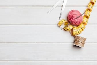 Concept à tricoter avec espace à gauche