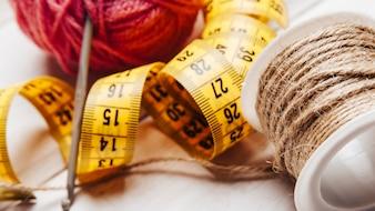 Concept de couture avec ruban à mesurer