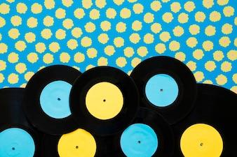 Concept de musique vintage avec sept vinyls