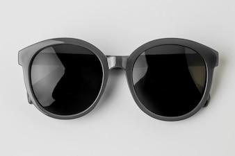Cool lunettes de soleil isolé sur fond blanc, vue de dessus.
