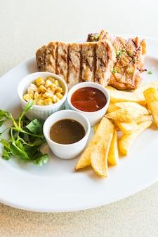 Côtelettes de porc et Steak de poulet