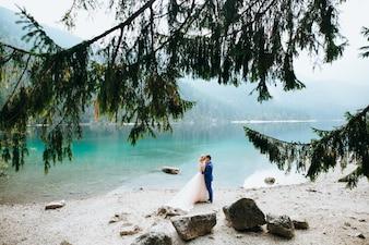 Couple de mariage à Lake Di Garda heureux