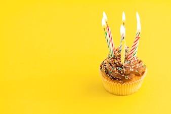 Cupcake avec bougies d'éclairage