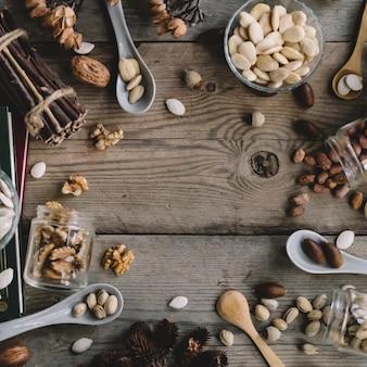 Décoration de divers types de noix avec de l'espace au milieu