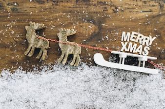 Décoration de neige de Noël avec traîneau