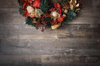 Décoration de Noël à bord en bois foncé