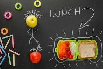 Dessin sur tableau noir indiquant l'heure du déjeuner