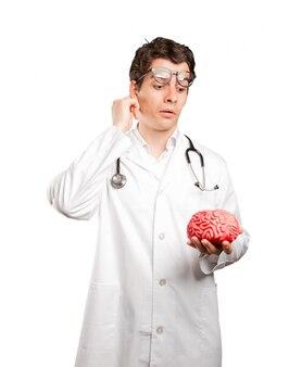 Docteur, tenue, jouet, cerveau, contre, blanc, fond