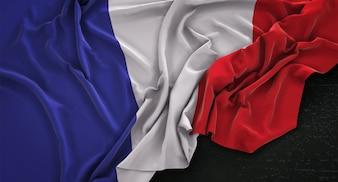 Drapeau de la France enroulé sur fond sombre 3D Render