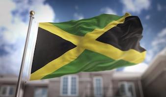 Drapeau de la Jamaïque Rendement 3D sur le fond du bâtiment du ciel bleu