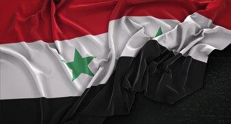Drapeau de la Syrie enroulé sur fond sombre 3D Render