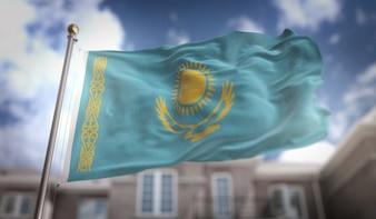 Drapeau du Kazakhstan Rendement 3D sur fond de construction de ciel bleu
