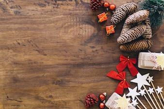 Éléments de Noël avec espace sur la gauche