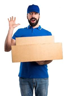 Entretien homme faisant un geste de surprise