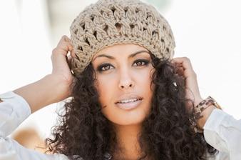 Femme avec un bonnet de laine