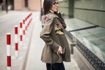 Femme dans une veste