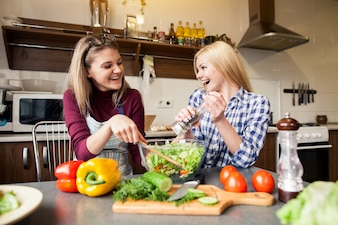 Femme en bonne santé mâle couple domestique