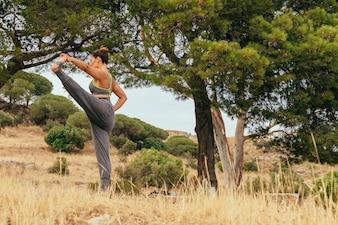 Femme, nature et yoga