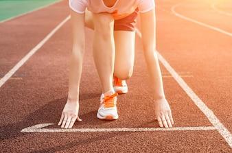 Femme prête pour la course