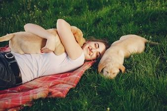 Fille avec chien