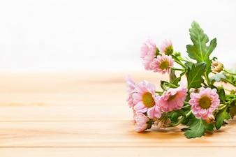 Fleurs dans une table
