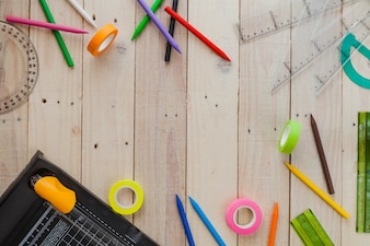 Fournitures de mess of school sur bois
